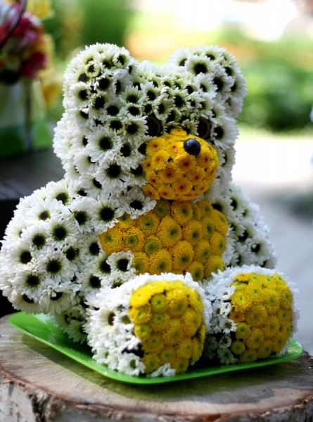 """Игрушка """"Медведь"""" из цветов"""